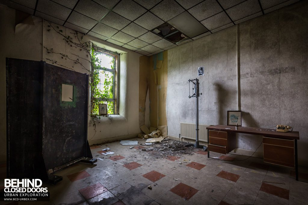 St. Brigids / Connacht Asylum - X-Ray room with lead screen