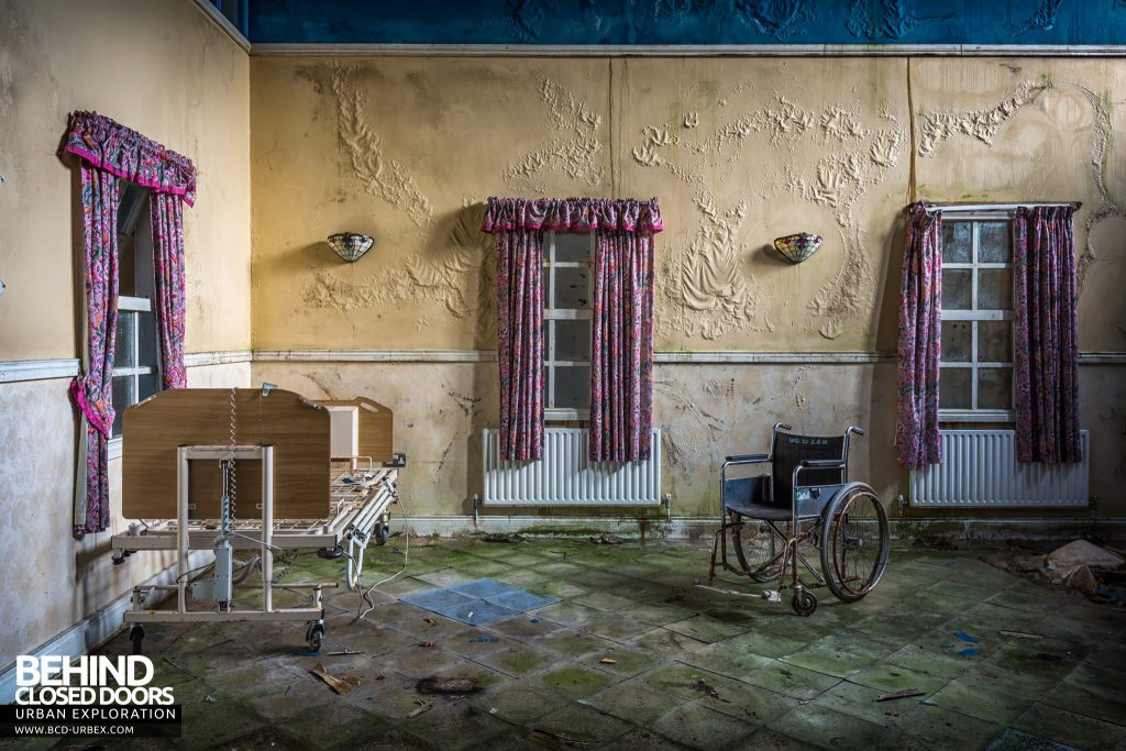 St. Brigids / Connacht Asylum - Room with bed and wheelchair