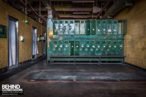 Goodyear Mixing and Retread Plant, Wolverhampton - Lockers and shower cubicles