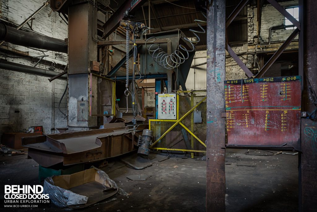 Chamberlin & Hill Castings, Leicester - Shotblasting machine