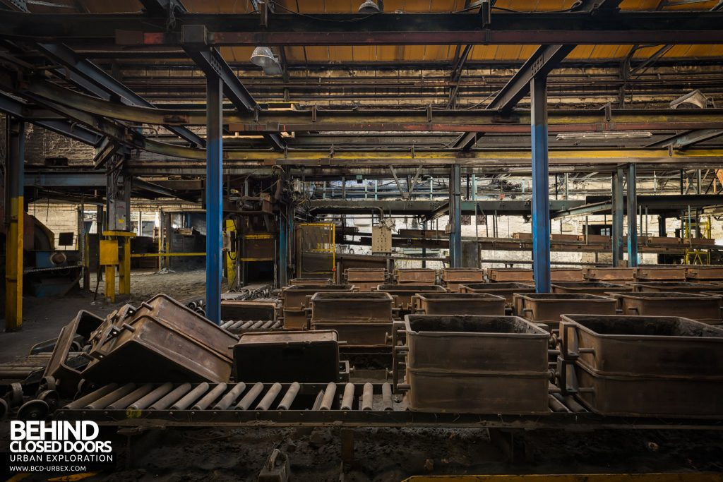 Chamberlin & Hill Castings, Leicester - Roller conveyors with boxes for moving castings