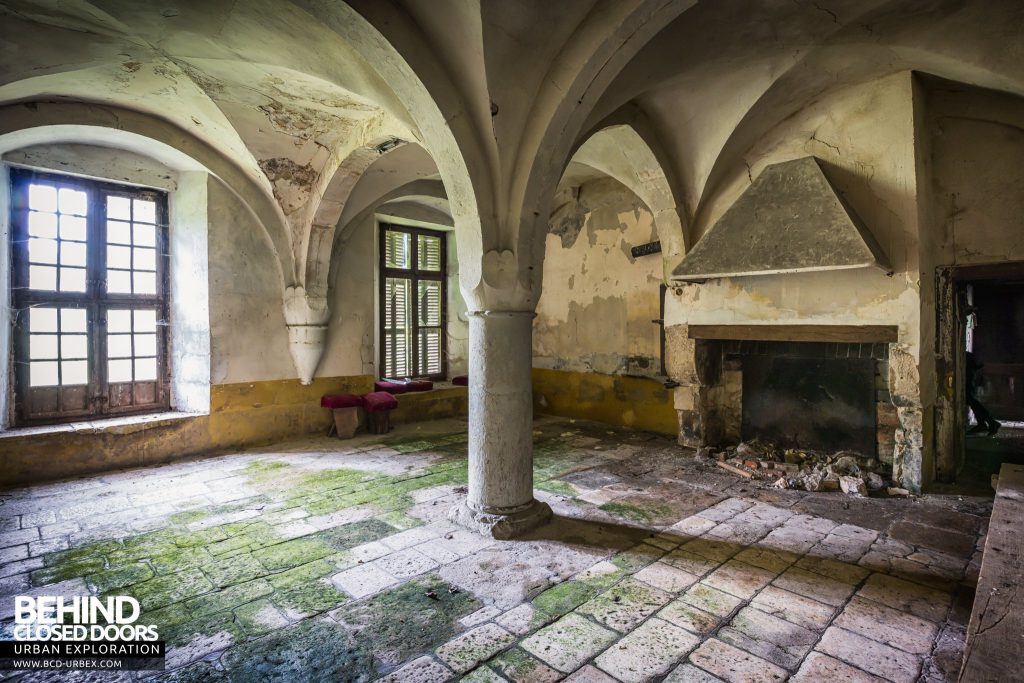 Château Stromae / Castle 65, France - Heading further into the house we find a vaulted room