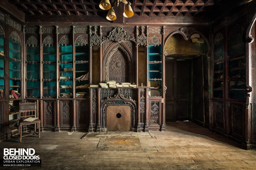 Château Stromae / Castle 65, France - Grand carved fireplace in the library