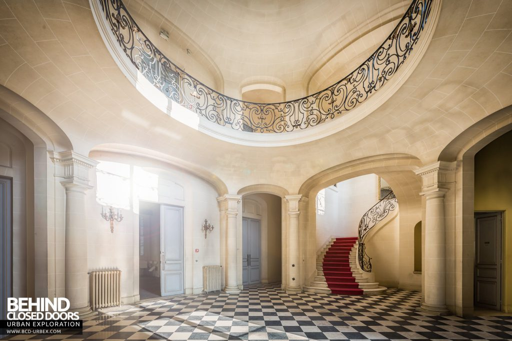 Château Sarco, France - The grand entrance hall