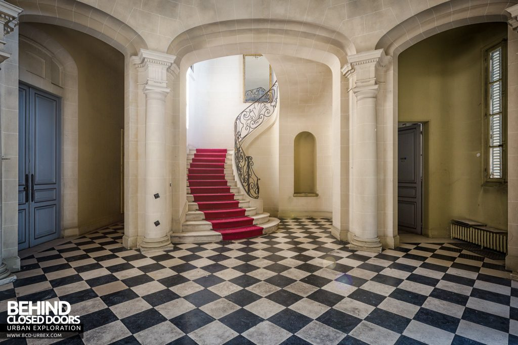 Château Sarco, France - Grand staircase from the entrance hall