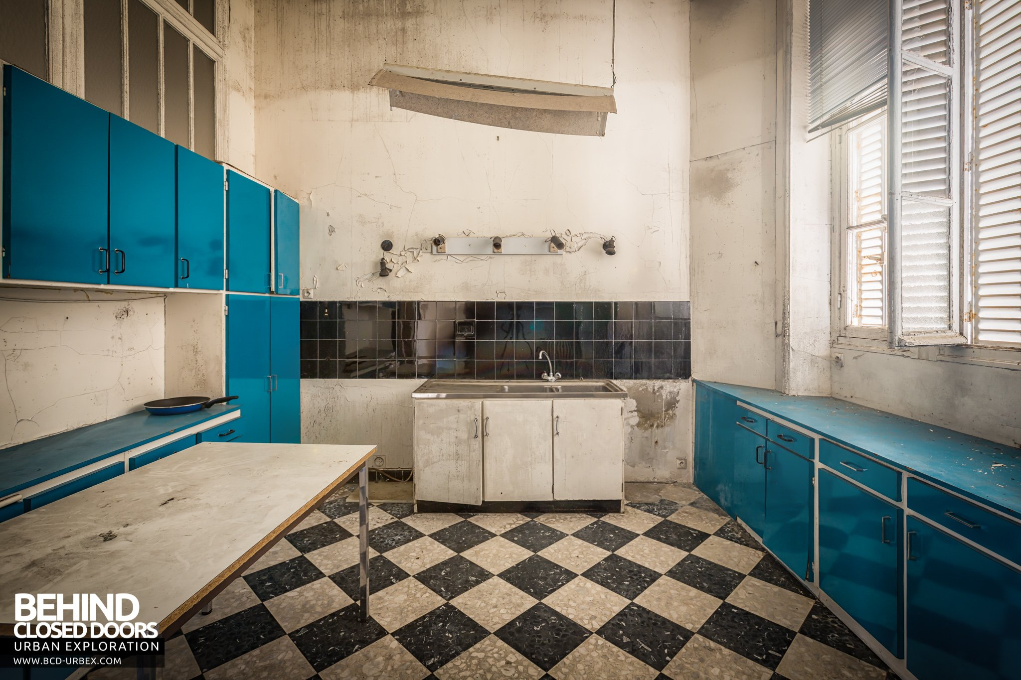 Ch 226 Teau Sarco Abandoned Mansion France 187 Urbex Behind