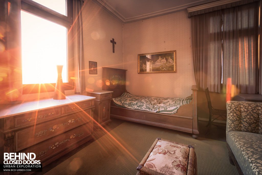 The Hunters Hotel, Germany - Sunburst through bedroom window