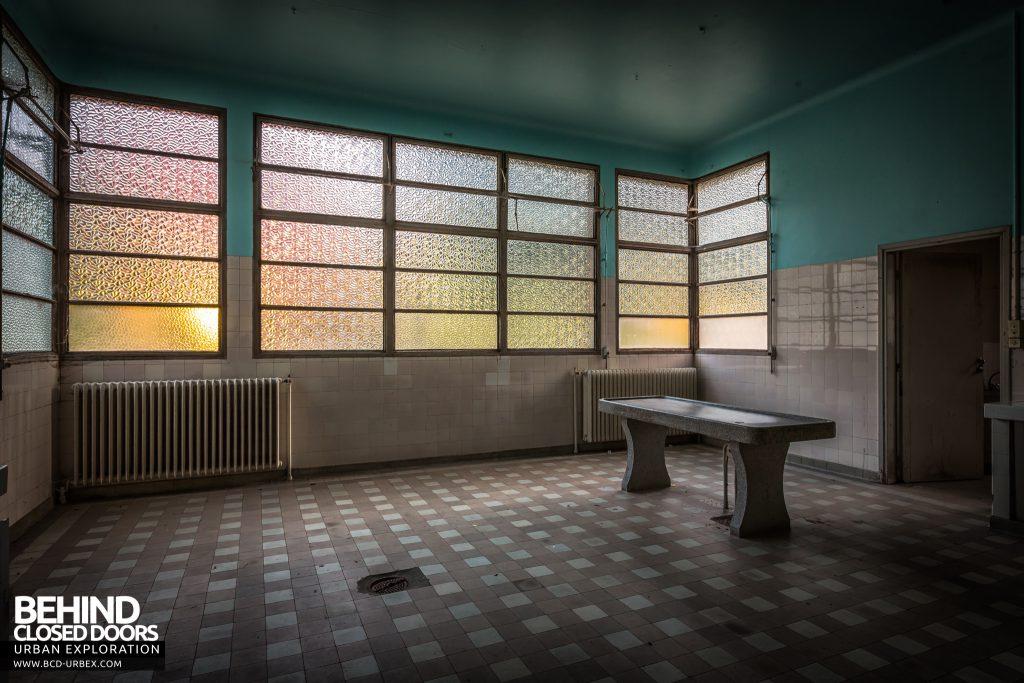 La Morgue Prelude, France - Sunrise in the examination room