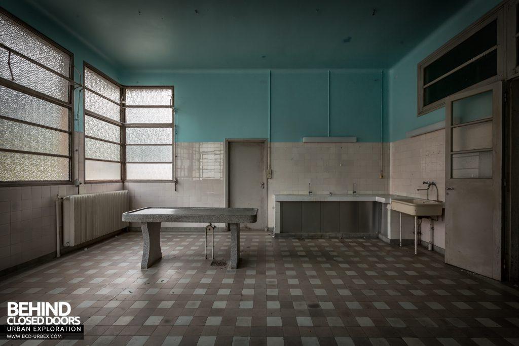 La Morgue Prelude, France - Side view of examination room