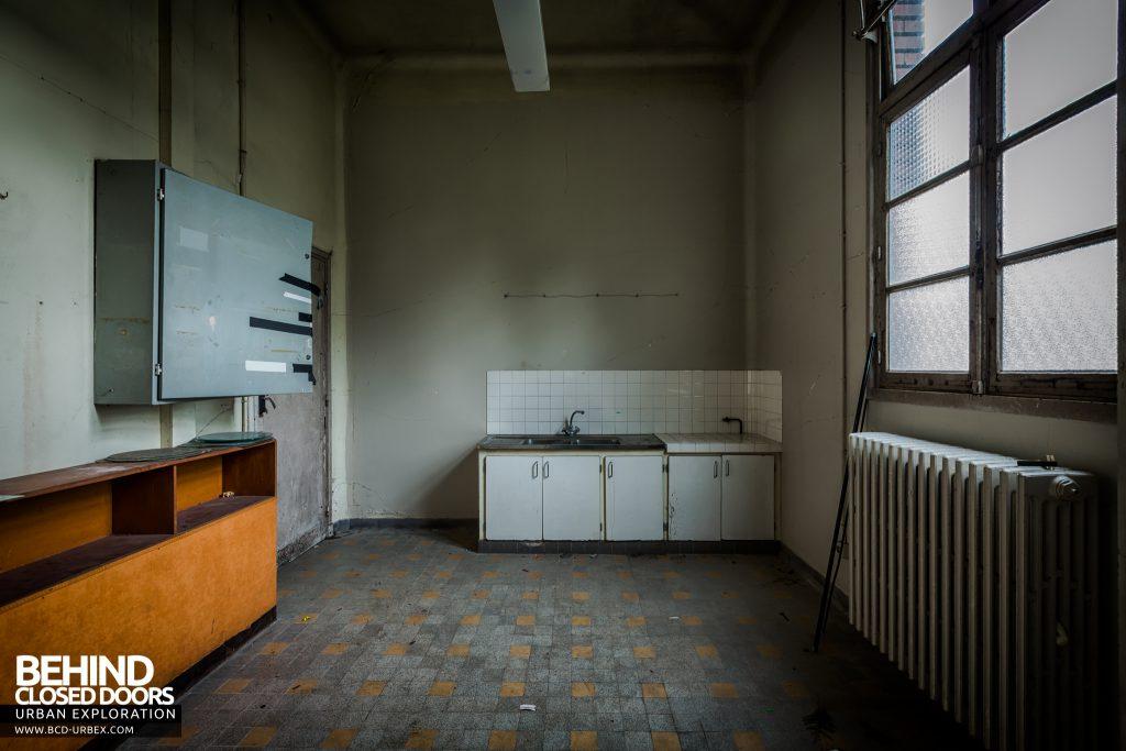 La Morgue Prelude, France - Side room