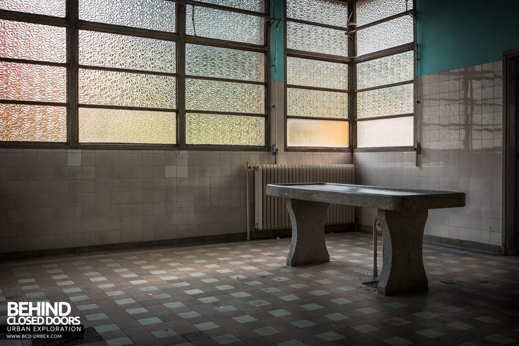 La Morgue Prelude, France - Porcelain morgue slab
