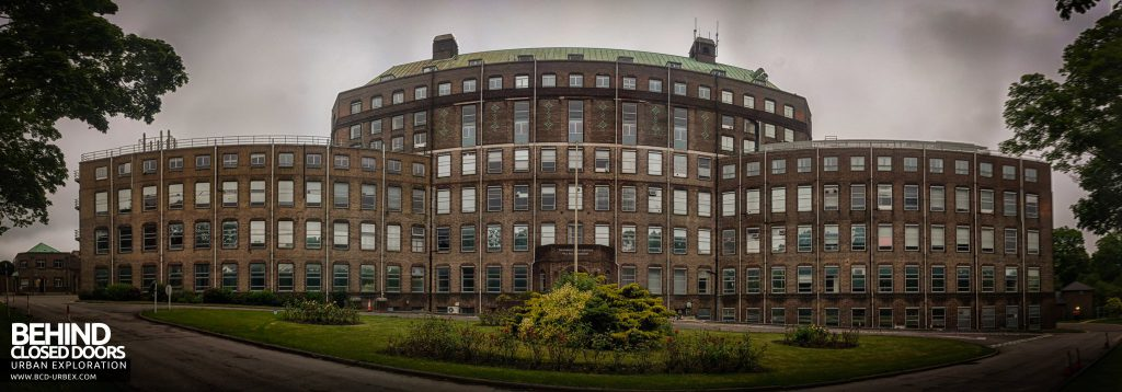 National Institute for Medical Research, London - Phone panorama showing the whole large building