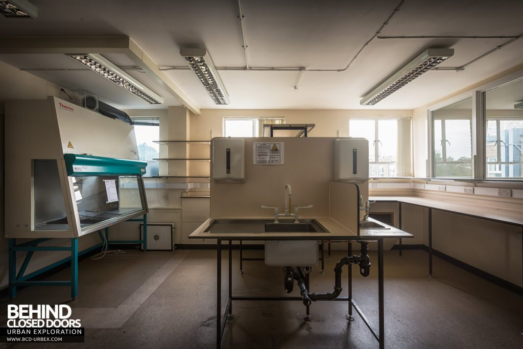 National Institute for Medical Research, London - Lab with fume cupboard