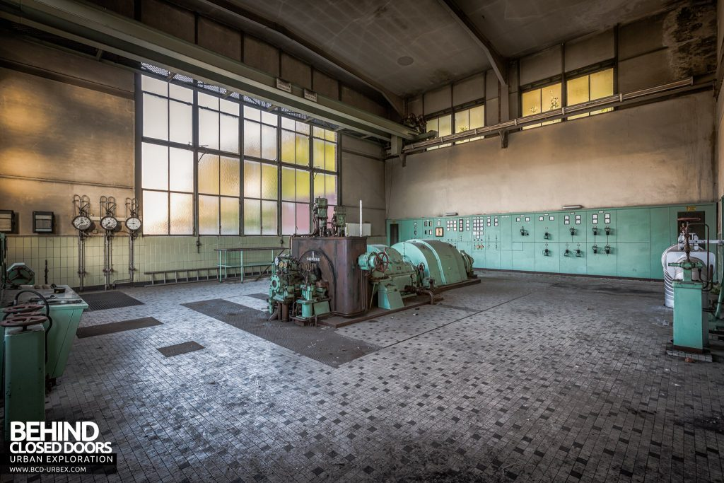 Peppermint Power Plant, Germany - Turbine hall with turbine and control panels