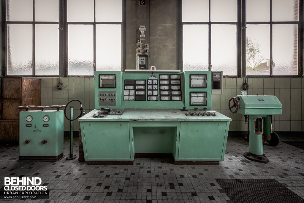 Peppermint Power Plant, Germany - Control desk in the same shade of green