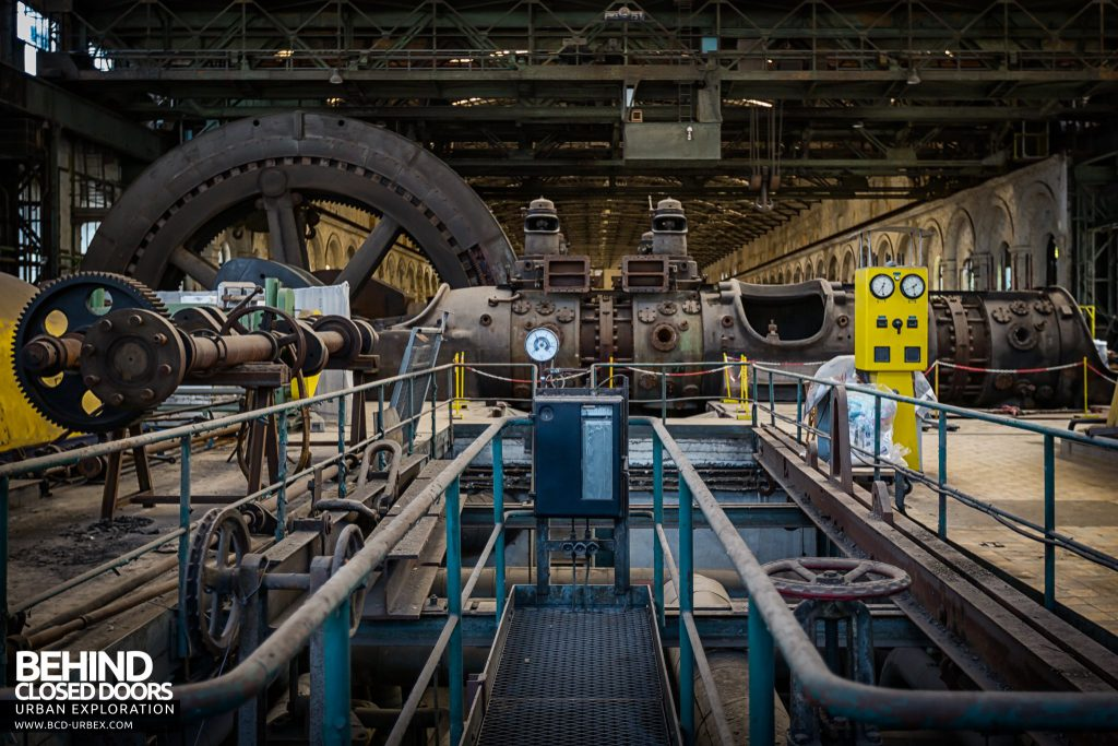 Powerplant X, Luxembourg - Gas engine viewed from between the 1950s turbines