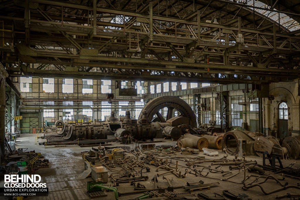 Powerplant X, Luxembourg - Wider view in the engine hall. The parts are laid out for restoration