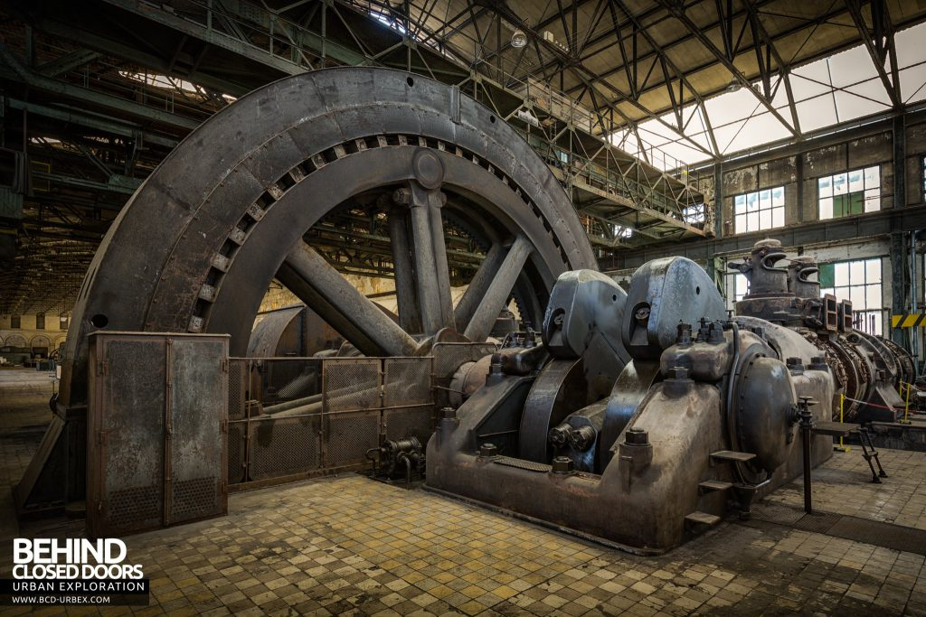 Powerplant X, Luxembourg - The huge alternator of the largest gas engine ever built