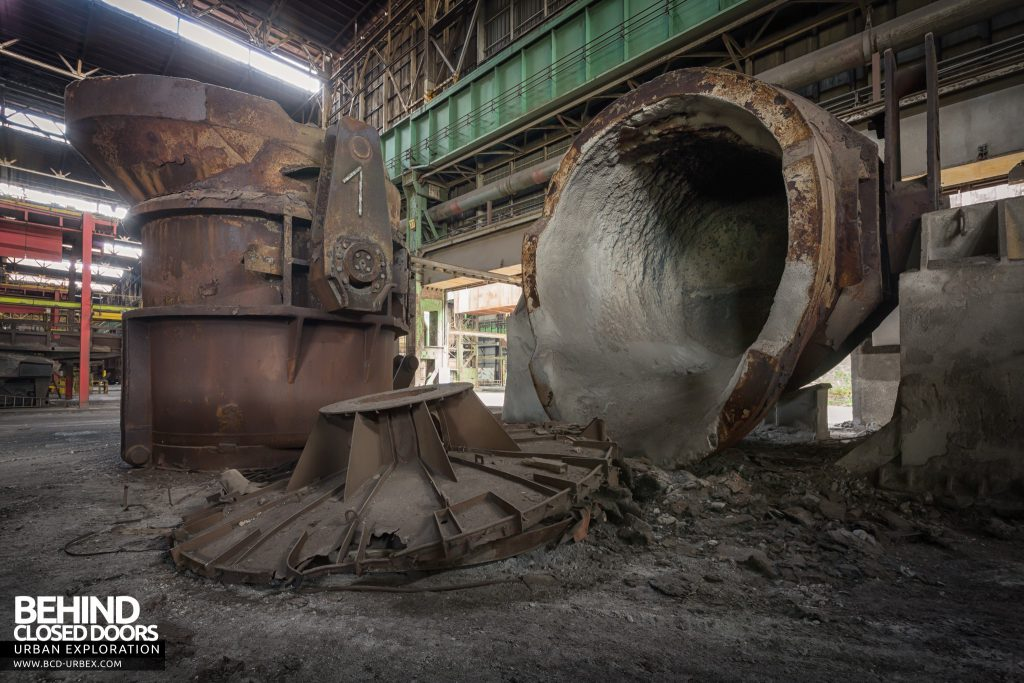Florange Steelworks, France - One of the ladles tipped up