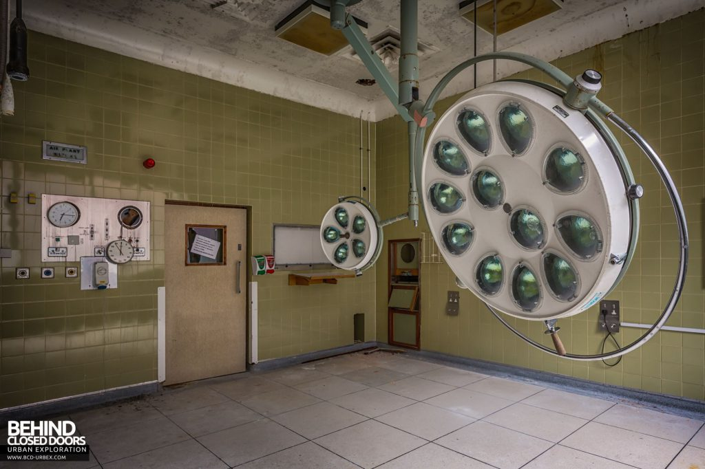 North Staffordshire Royal Infirmary - Operating light in one of the theatres