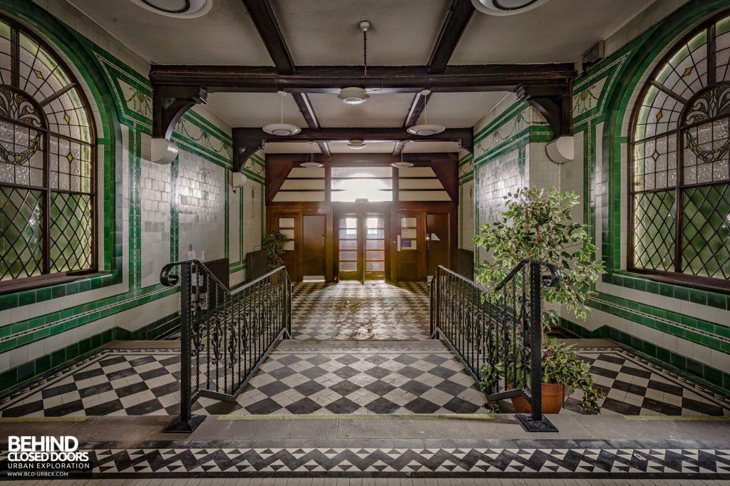 North Staffordshire Royal Infirmary - Grand main entrance