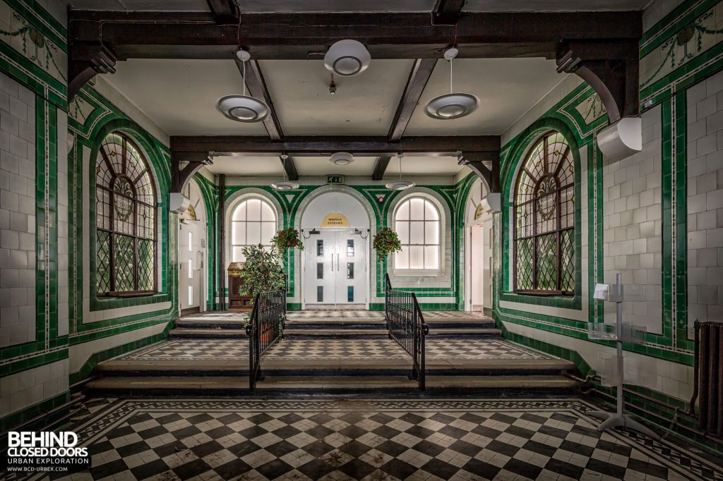 North Staffordshire Royal Infirmary - Original tiles decorate the entrance