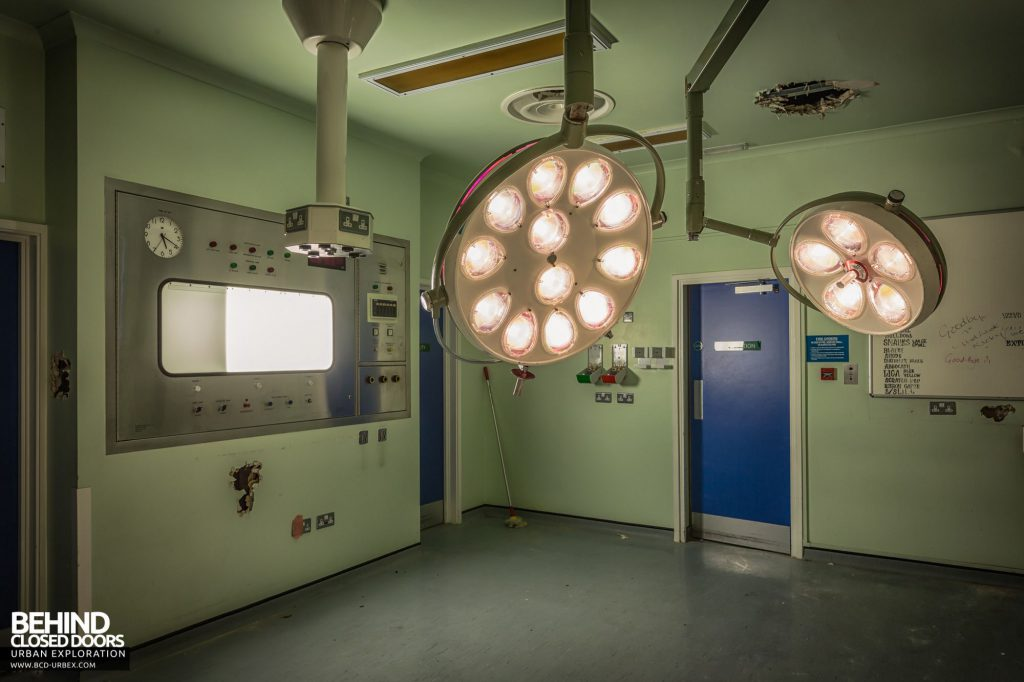 North Staffordshire Royal Infirmary - Operating theatre lights