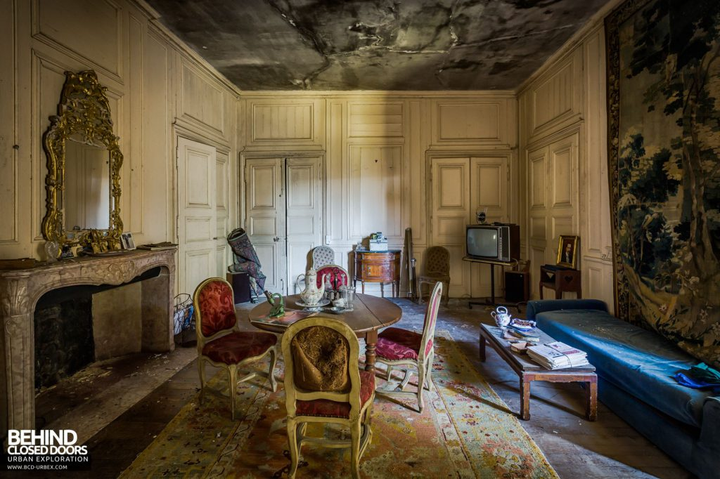 Abandoned French Chateau - Living room
