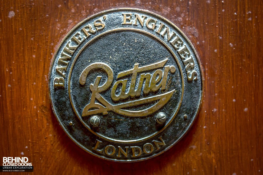 Harbour Chambers, Dundee - Ratner makers plate emblem
