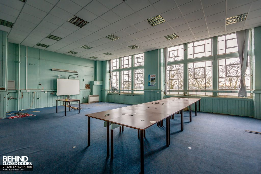 Jordanhill College, Glasgow - Tables in classroom