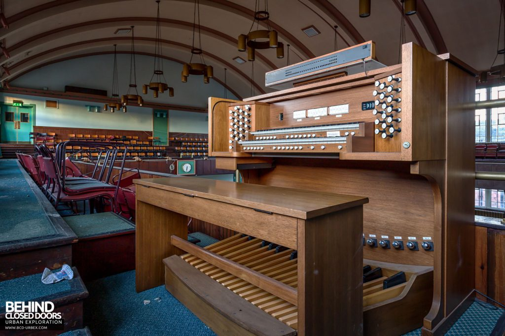 Jordanhill College, Glasgow - Organ in the hall