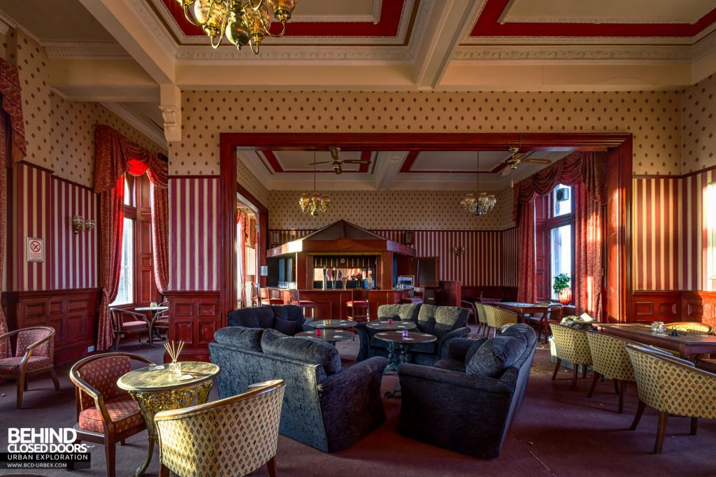 Station Hotel, Ayr - The comfortable cocktail lounge