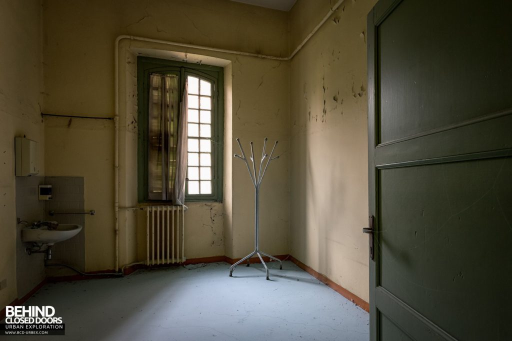 Manicomio Di Voghera - One of the more modest patient rooms