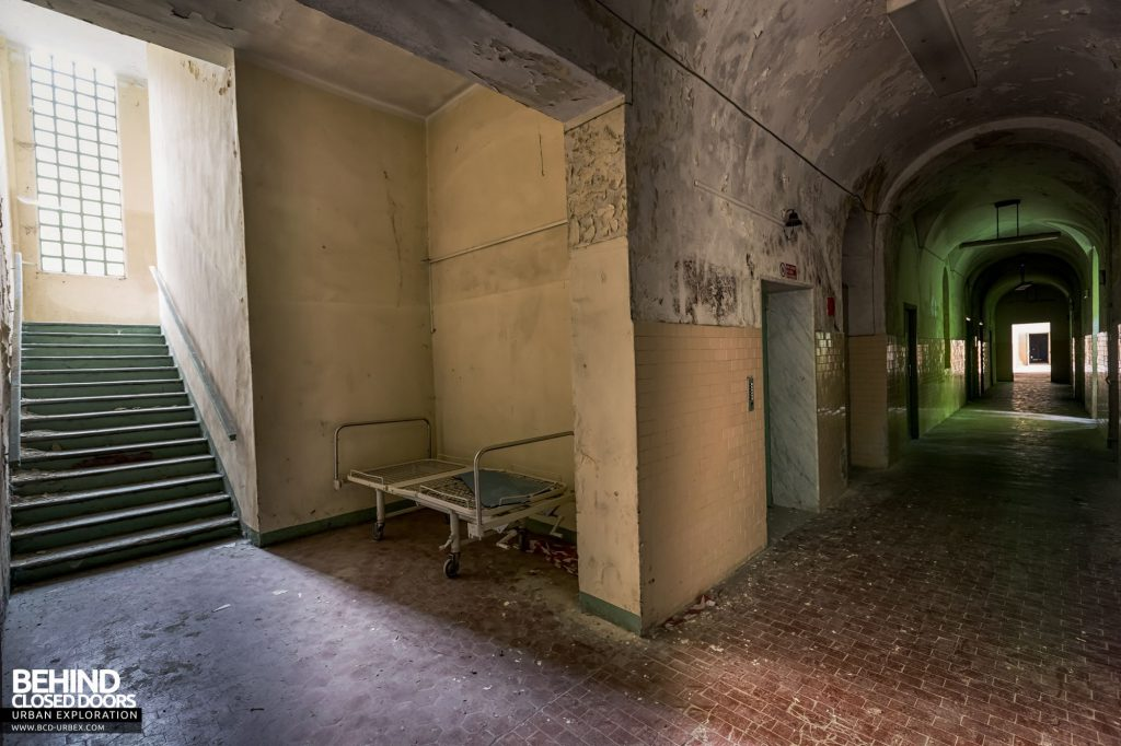 Manicomio Di Voghera - Following the corridors we find more beds