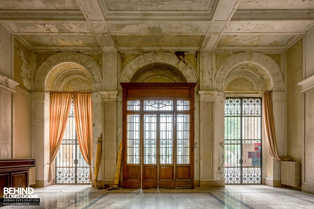 Terme Tommasini - Inside the front doors