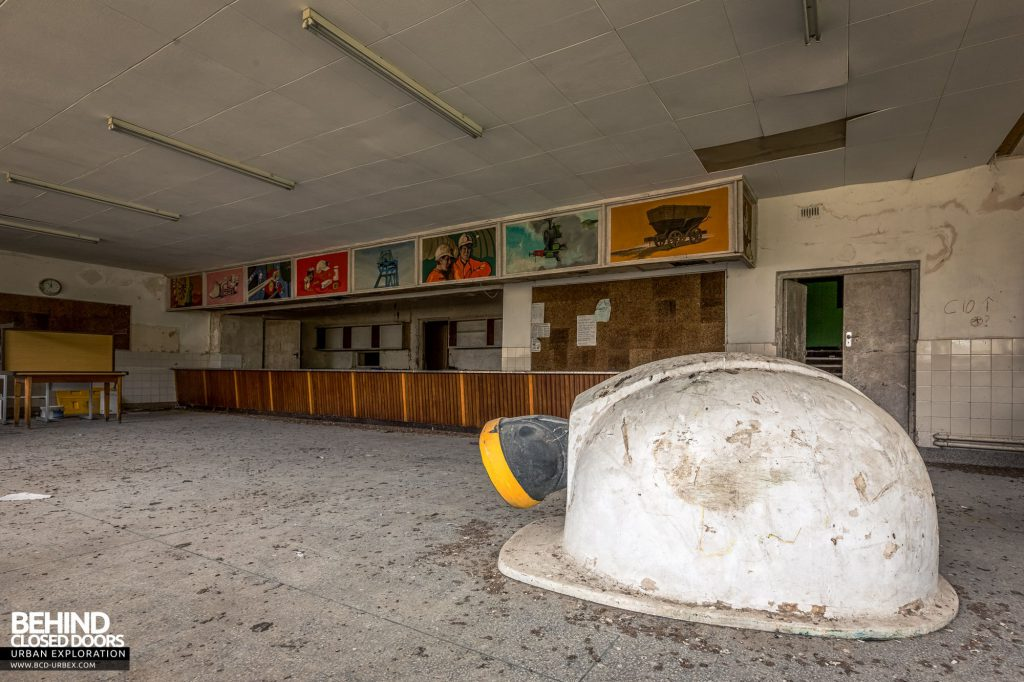 Canteen - Hard hat in the 1950s canteen