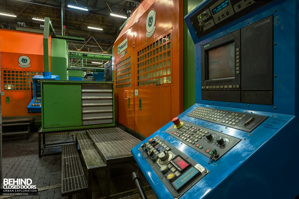 Caterpillar, Gosselies - Front of an automated lathe