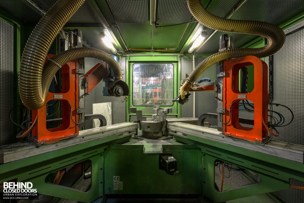 Caterpillar, Gosselies - Inside an automated machine