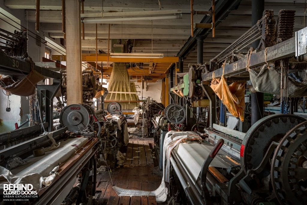 Anderl Textile Mill - Between the weaving machines