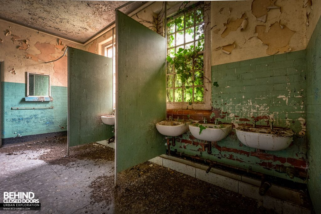 Whitchurch Hospital - Lots of decay in the wash room
