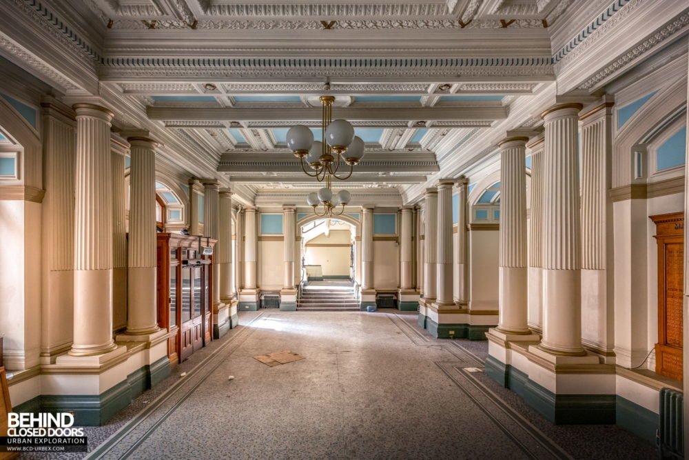 Nottingham Guildhall - View down the entrance hall