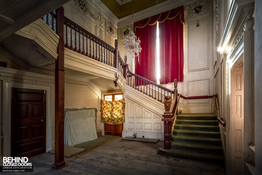 Castle MacGarrett, Ireland - The grand main staircase