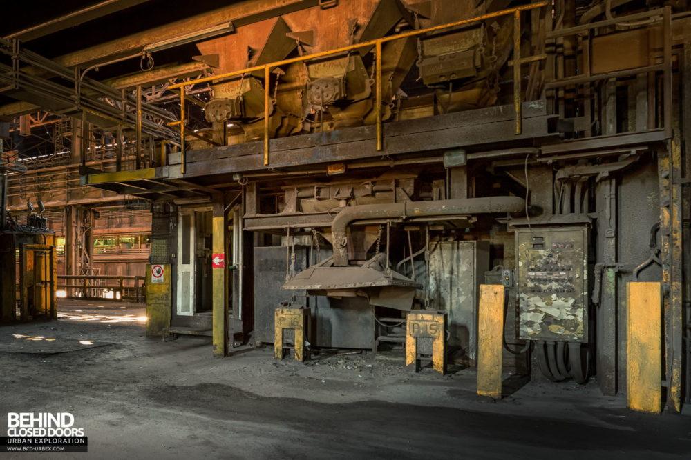 Lucchini Steel Works, Piombino - Equipment around the converters