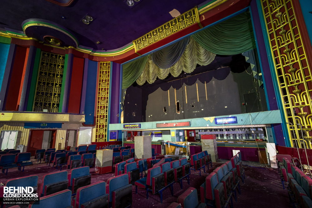 Ritz, Nuneaton - Proscenium arch and Art Deco fretwork