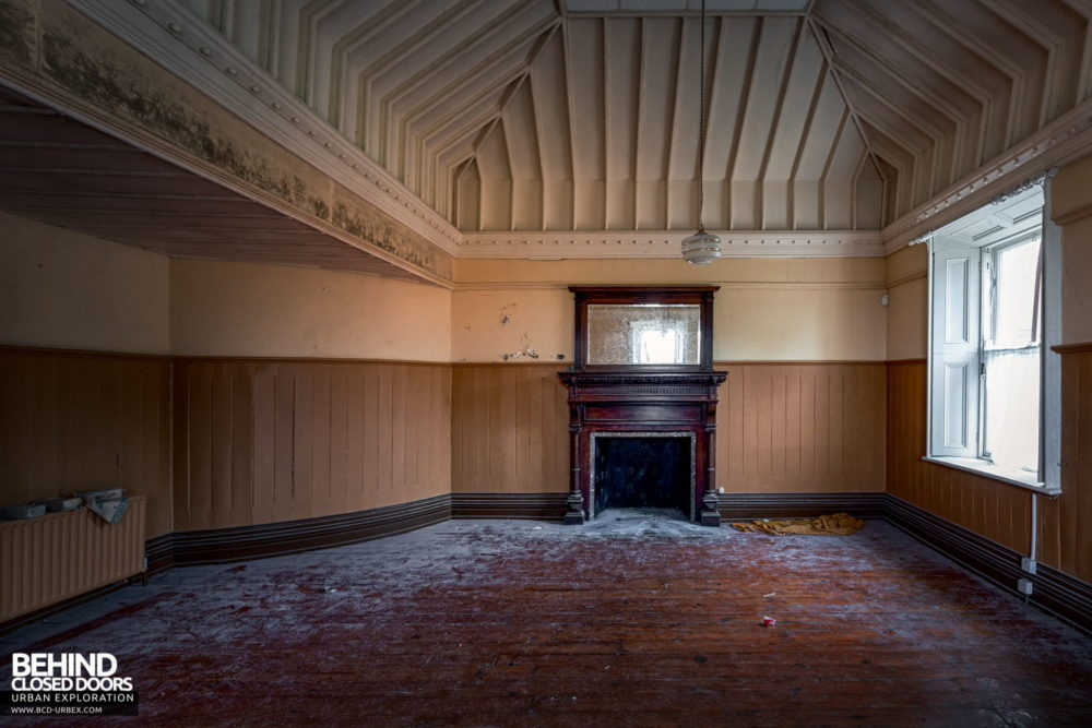 Cahercon House, Ireland - Room with lots of timberwork