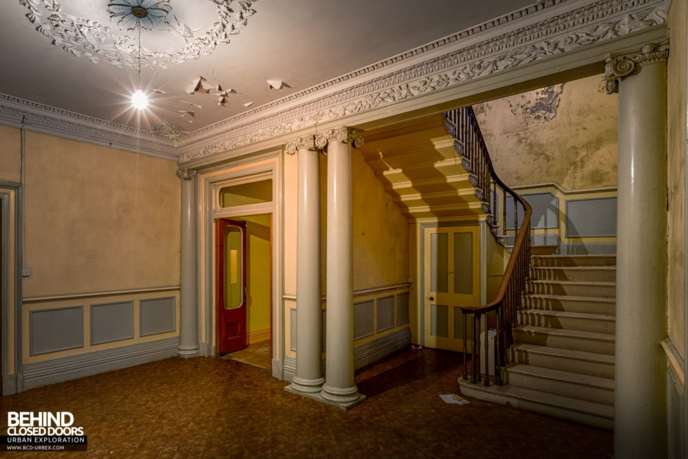 Cahercon House, Ireland - Entrance hall and staircase