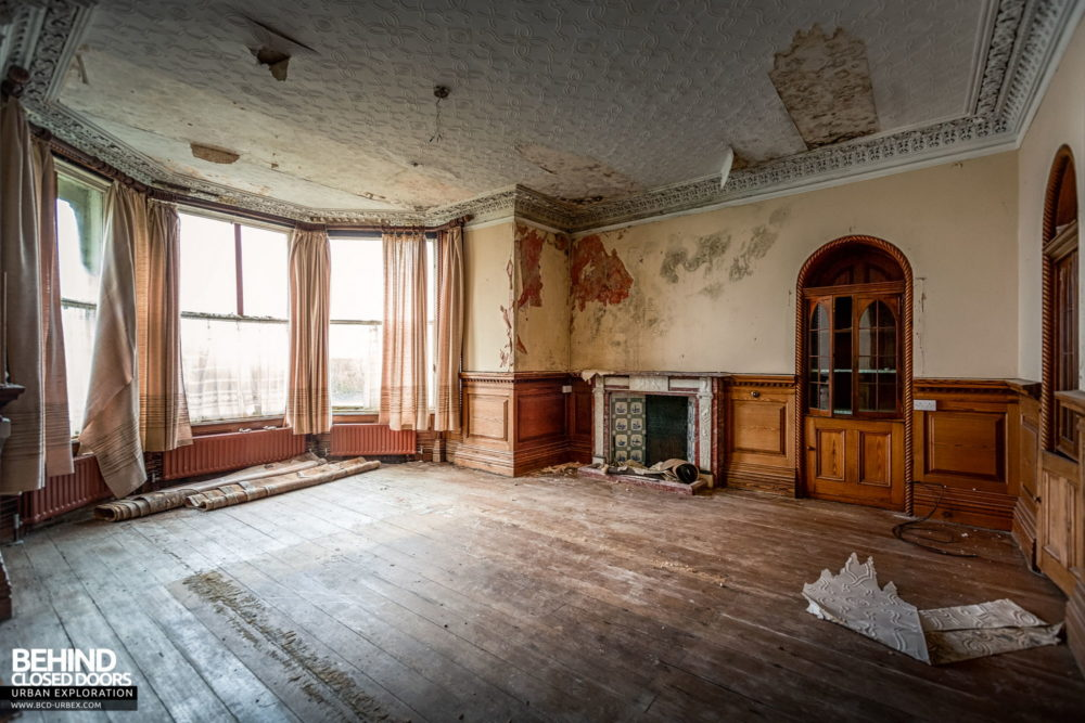 Cahercon House, Ireland - A decaying room