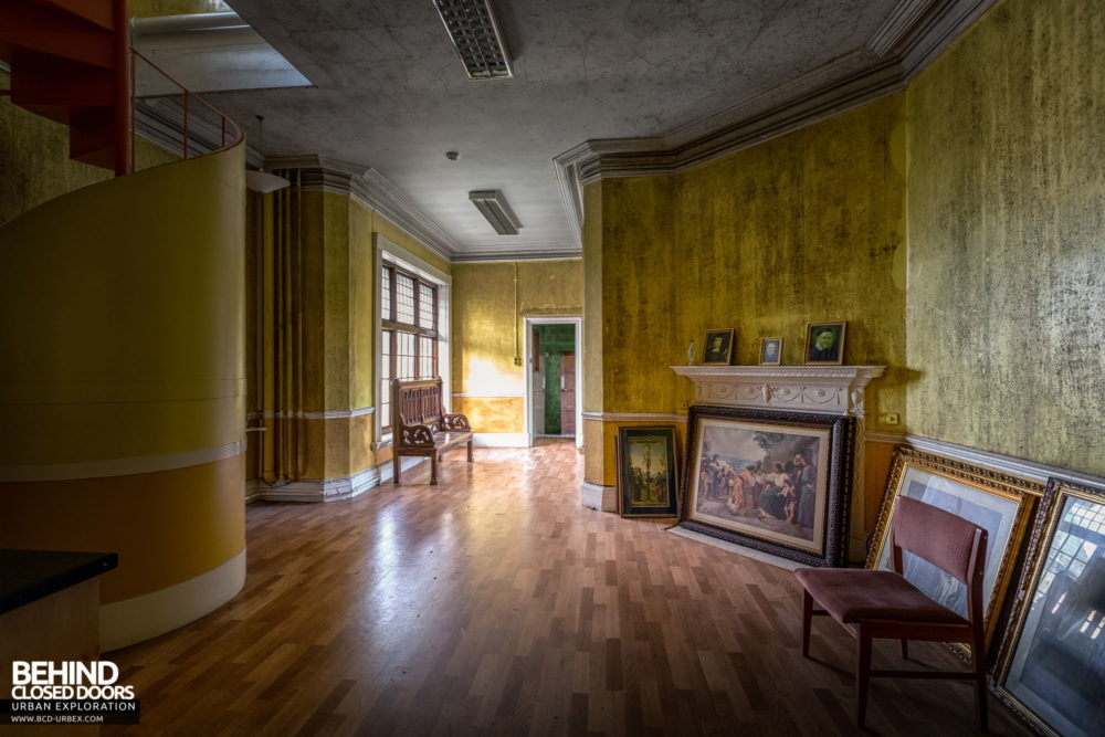 Glenmaroon House, Dublin - Some artwork in a corridor