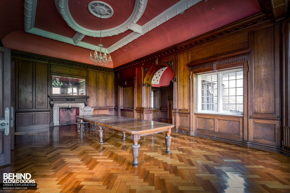 Glenmaroon House, Dublin - Boardroom with grand ceiling