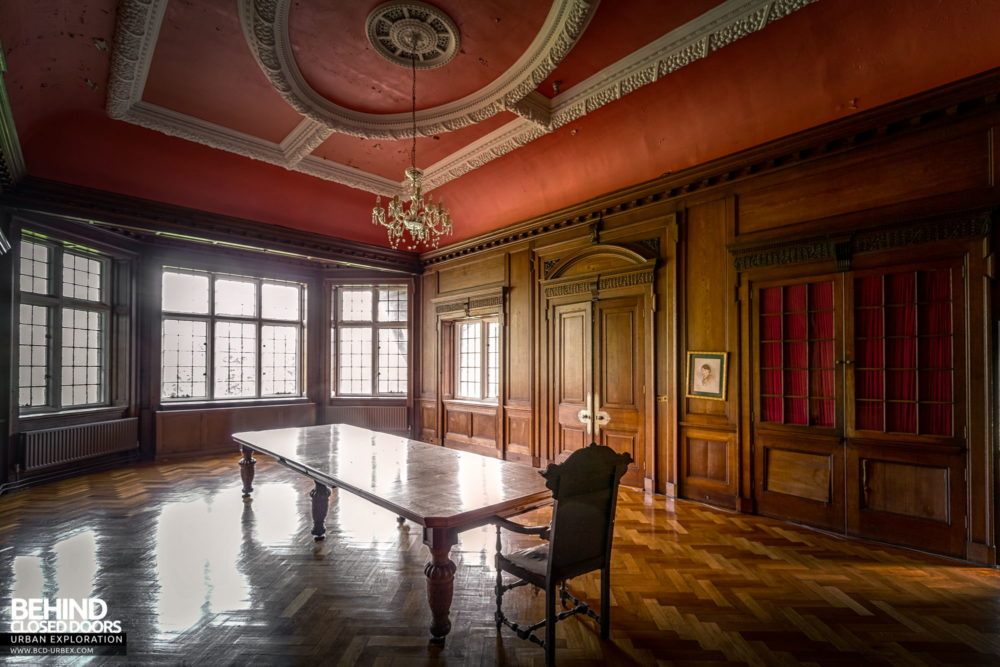 Glenmaroon House, Dublin - Grand boardroom with more wood panelling
